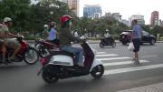 คลิป หวาดเสียว เสียวโว๊ย ข้ามถนน ทางม้าลาย ถนน เวียดนาม Crossing the Street in Vietnam
