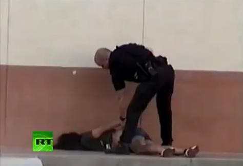 ตำรวจ โหด เลว รุนแรง เกินกว่าเหตุ ทำร้าย ผู้หญิง