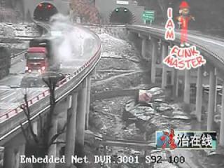 คลิป ชนแล้วชนอีก อุบัติเหตุชนเละ บนทางด่วนเมืองจีน