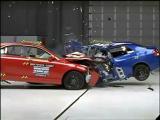 ทดสอบ การชน Toyota Camry  Yaris
