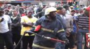 นักผจญเพลิง ดับไฟ อุปกรณ์ดับเพลิง เครื่องยนต์ไหม้ ไฟไหม้ นักดับเพลิง รถดับเพลิง