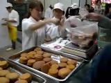 คลิป มืออาชีพ อาชีพ หยิบขนม ใส่ถุง รวดเร็ว ขนมไข่ สุดยอด จีน