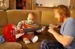 เด็ก น่ารัก เล่นกีต้าร์ ร็อค ตัวน้อย เก่ง