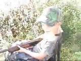 เด็ก ยิง ปืน ยาว กระ เด็น ฮา ตลก ขำ ขำ