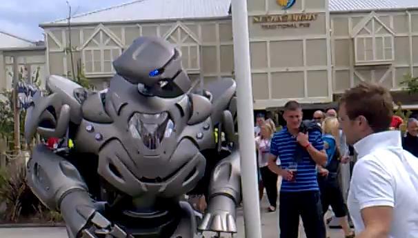 คลิป หุ่นยนต์ ไททัน กวนๆ เจ๋งๆ ตลก