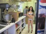 คลิป สาวเซ็กซี่ สาวสวย เต้นเซ็กซี่ บิกินี่ ทำครัว ชุดทำครัว ผู้ช่วย แม่ครัว