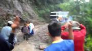 คลิปข่าว, คลิปรถบัส, คลิปวีดิโอ, ถนนอันตรายที่สุดในโลก, ถนนแห่งความตาย, โบลิเวีย