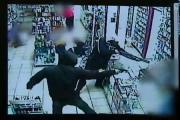 คลิป บุกยิงในบราซิลเจอปืนลูกซองยาวคงรอดยาก