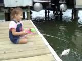 หนูน้อย 2ขวบ ตกปลาได้ด้วยนะ