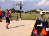 กระโดดข้ามรถกอล์ฟ รถกอล์ฟ รถกอล์ฟไฟฟ้า กระโดด กางเกงหลุด Jumping Over The Golf C