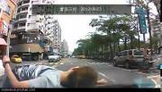 คลิป วิ่งมาให้รถชน  เพื่อเรียกเงินประกัน ที่จีน