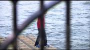 ฮือฮา! หนุ่มนักมายากลเดินบนแม่น้ำเทมส์