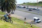 รถชนจักรยาน, คลิปรถชนจักรยานปั่นลงเขา, คลิปอุบัติเหตุ