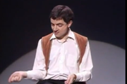 Mr.Bean  ตีกลอง ชุดล่องหน