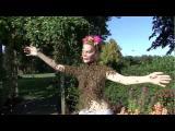 คลิป นางพญาผึ้ง สาวใจกล้า แก้ผ้าเต้นรำกับฝูงผึ้ง นับพันๆตัว