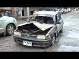 ไฟไหม้รถยนต์สองสามีภรรยาหนีตายขณะขับผ่านชุมชนแออัดย่านนวนคร