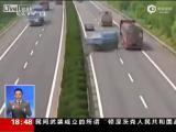 คลิป ชนกันสะบั้น เหตุเพราะรถ รีบอยากแซง เพียงคันเดียว จีน