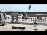 คลิป เรื่องจริงเหรอเนี่ย! กองทัพ สตาร์ วอร์ส ที่สนามบิน