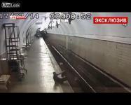 คลิป หนุ่มรัสเซีย คิดสั้น ให้รถไฟชน