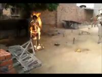 อาบัง อินเดีย เผา ตัวเอง ฆ่าตัวตาย