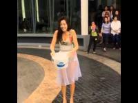 ใบเตย อาร์สยาม Ice Bucket Challenge ชุดเซ็กซี่ มาก ๆ