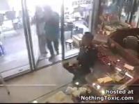 คลิป โจร กะ ตำรวจ สู้กันที่ร้านทองสุดมัน ในไทย