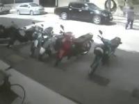 มอเตอร์ไซค์ ประตูรถ รถยนต์ อุบัติเหตุ