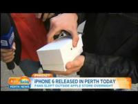 คลิป พาเงิบ! เมื่อเด็กที่ซื้อ iPhone 6 ได้เป็นคนแรกทำเครื่องตกพื้นโชว์ออกทีวี
