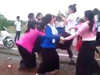 นักศึกษายกพวกตบกัน
