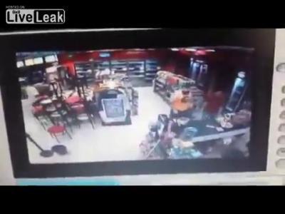โจรบราซิลดวงกุดมาปล้น ขณะที่มีตำรวจนอกเครื่องแบบอยู่ด้วย