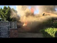 ฮีโร่ของจริง ช่วยคนที่ติดอยู่ในบ้านที่กำลังไฟไหม้