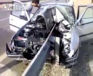 คลิป รถยนต์ชนเข้ากับราวกั้นขอบถนน