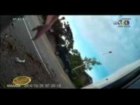 เรื่องเล่าเช้านี้ - คลิประทึก รถยนต์หักหลบจยย.ปาดหน้ากระชั้นชิด จนพลิกคว่ำ