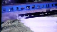 คลิป รถไฟ กทม.-หัวหินชนเก๋งคัมรี่สนั่นไฟลุกท่วมคลอกร่างดับคาที่ 2 ราย เป็นเหตุรถไฟลงใต้หยุดชะงัก