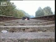 คลิป สตั้นท์แมน อันตราย รถไฟ stunt บ้า