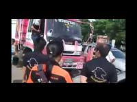 คลิป คลิปเดือดกู้ภัยล้อมรถสิบล้อ หลังโดนปาด-ขับรถกวน