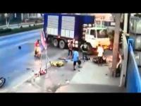อุบัติเหตุ รถพ่วง เลี้ยวตัดหน้า มอเตอร์ไซค์ ชนเต็มๆ...อุทรหรณ์ สำหรับคนขับรถ
