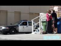 แกล้งตบผู้หญิง แต่พอตำรวจมาเจอตบหุ่นซะงั้น งานนี้โดนตำรวจหมั่นไส้แน่นอน
