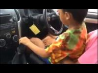 คลิปเด็กน้อย เข้าเกียร์รถซิ่ง สุดเทพ