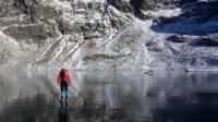 น่าตะลึง! ยังกับเดินบนน้ำ กลางทะเลสาบในสโลวาเกีย (ชมคลิป)