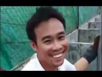 คลิป คลิปหนุ่มไทยให้อาหารลูกจระเข้ สุดท้ายโดนกัดขาได้เลือดกลับบ้าน