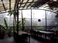 พายุไซโคลน ถล่มที่พักที่ประเทศออสเตรเลีย