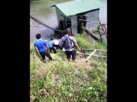 คลิปอุบัติเหตุ ป้ายแดงเหยียบคันเร่งผิด! พุ่งลงแม่น้ำวัง เกาะคาลำปาง