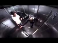 แกล้งคนในลิฟท์ว่าท้องเสีย งานนี้เหม็นทะลุจอ