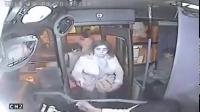 โจรปล้น รถเมล์โชคร้ายประตูหนีบมือโดนหวดซะร้องเลย