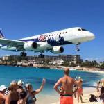เครื่องบินลงจอดห่างจากชายหาดสาธารณะเพียงแค่ไม่กี่ฟุตเท่านั้น