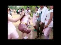 คลิป เห็นคลิปนี้แล้วคุณจะรู้ว่า งานแต่งไทย ไม่แพ้ชาติใดในโลกแน่นอน!!