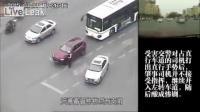 ตำรวจจราจรจีนถูกฆ่าตายโดยคนขับพยายามหลบหนี
