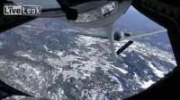 B-2 Bomber Stealthy เติมน้ำมันเชื้อเพลิงกลางอากาศ