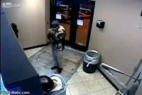 อันตรายอย่าไว้ใจคนยืนต่อหลังเวลากด ATM
